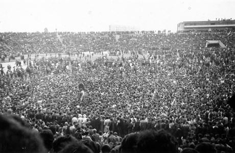 Уникална гледка - множеството на стадиона, който впоследствие ще бъде кръстен на Георги Аспарухов.