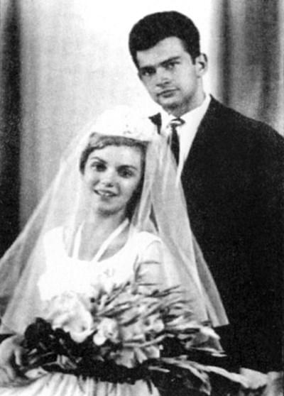 """4 август 1963 г. - току-що навършили 20 години, Георги и Величка стават семейство Аспарухови. СНИМКА: ЛИЧЕН АРХИВ, СПЕЦИАЛНО ЗА """"24 ЧАСА"""""""