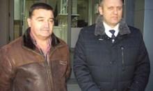 Освен шефа на КАТ в Казанлък, полицията издирва пистолета и колата му (Обзор)