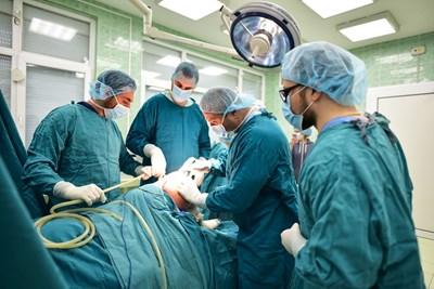 """Нов метод на индивидуално колянно протезиране спасява пациенти с гонартроза в УМБАЛ """"Св. Марина"""" - Варна"""