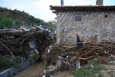 Трагедията от 19 юни 2014 г. отне 13 човешки живота, а много варненци останаха без покрив. Снимка Архив