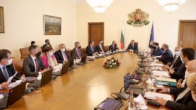 Правителството спешно прие актуализация на трите бюджета на държавата.