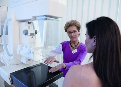 Редовните профилактични прегледи увеличават шанса за успешно лечение при рак на гърдата.