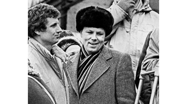 Сержант предотвратява атентат срещу Горбачов, куршумът прелита над главата му