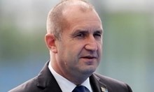 """Иван Гешев пита КС: """"Недосегаем ли е президентът?"""" Сигналите срещу Радев: апартаменти и назначение на съпругата"""
