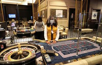 За да се гарантира събирането на данъци и ефикасен контрол, се предвижда НАП да поеме надзора над хазарта. СНИМКА: РОЙТЕРС