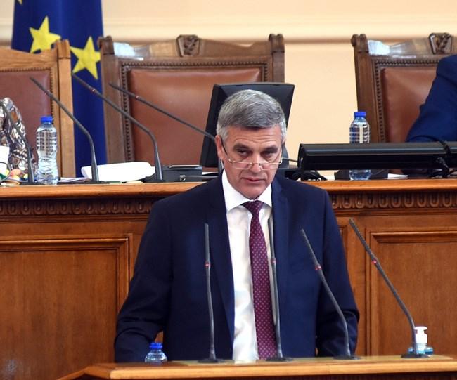 Служебният премиер Стефан Янев бе извикан от депутатите, за да даде отчет за състоянието на държавата и актуализацията на бюджета.  СНИМКИ: ВЕЛИСЛАВ НИКОЛОВ