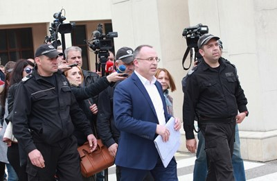 Румен Порожанов престоя около 2 ч на разпит в Специализираната прокуратура вчера. СНИМКА: Десислава Кулелиева