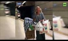 Уникално изпълнение на бездомна жена