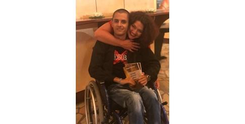 Д-р Марияна Георгиева и 21-годишният Даниел Маринов, който я вдъхнови да напише книгата. СНИМКА:ЛИЧЕН АРХИВ