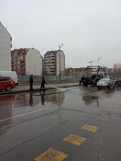 Цистерни миха булеварди и улици в София по нареждане на кмета Йорданка Фандъкова.