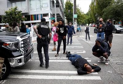 Втора смъртоносна стребва в окупираната от протестиращи зона в Сиатъл. Сними: Ройтерс