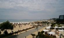 Екшън в Слънчев бряг: Датчанин задигна камера на тв екип, хвърли я в морето