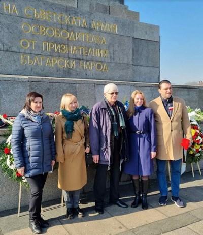 Калоян Паргов с представители на ръководството и членове на Градската организация на партията СНИМКА: БСП - София