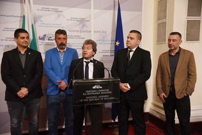 """Ръководството на парламентарната група на """"Има такъв народ"""" обясни пред медиите защо се стигна до изостряне на тона с ДБ. СНИМКА: Велислав Николов"""