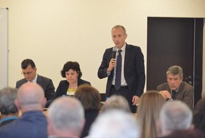 Красимир Вълчев откри общественото обсъждане на стратегия за възпитанието. СНИМКА: Йордан Симeонов