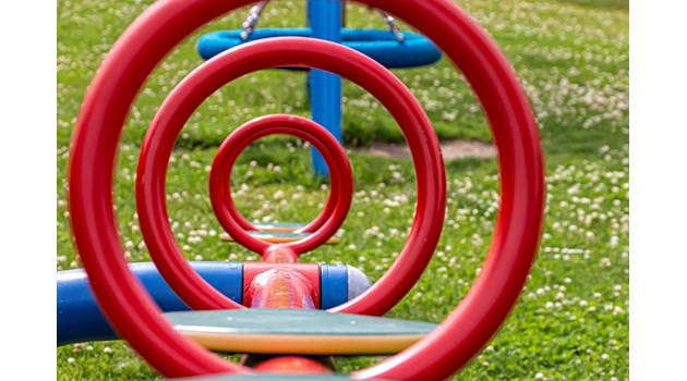 Катерушка в детска градина падна върху 4-годишна в Асеновград, с шевове по главата е