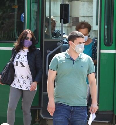 198 са глобените за липса на предпазна маска в автобуси, трамваи и тролеи в София.