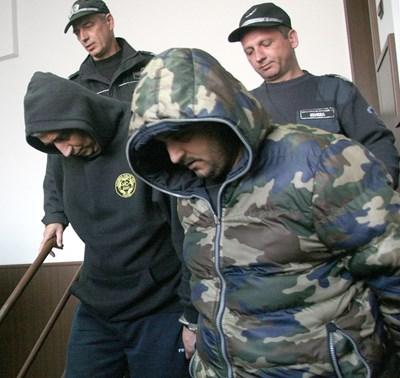 48-годишният Севдалин Буюклиев и синът му Марин, на 27 г. са в ареста. Снимка: 24 часа