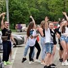 """Младежи са се събрали на площад """"Св. Александър Невски"""" в София."""