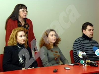 Съдия Таня Маринова, сега Радуловска (по средата) след избирането й за шеф на Съюза на съдиите в България през 2012 г. СНИМКА: 24 часа
