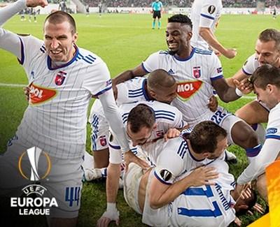 """Играчите на """"МОЛ Види"""" се радват след гола на Миланов, който е най-отдолу."""