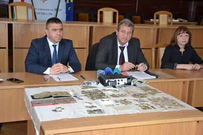Директорът на ОД на МВР-Кърджали старши комисар Атанас Илков и прокурор Желязко Стефанов СНИМКА: Авторът