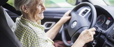 """Предлагат """"вечерен час"""" за 70-годишните шофьори със заболявания във Великобритания"""