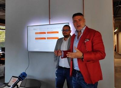 Адвокат Георги Колев и IT специалистът Николай Димитров показаха как действа платформата.
