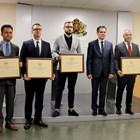 Министърът на икономиката Лъчезар Борисов, зам.-министърът Стамен Янев и представители на компаниите, които получиха сертификати за инвестиции за 110 млн. лв.