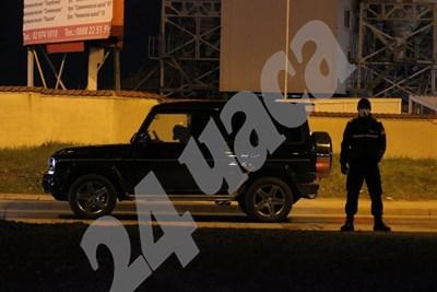 Тялото на убития мъж все още е в автомобила СНИМКИ: Румяна Тонева СНИМКА: 24 часа