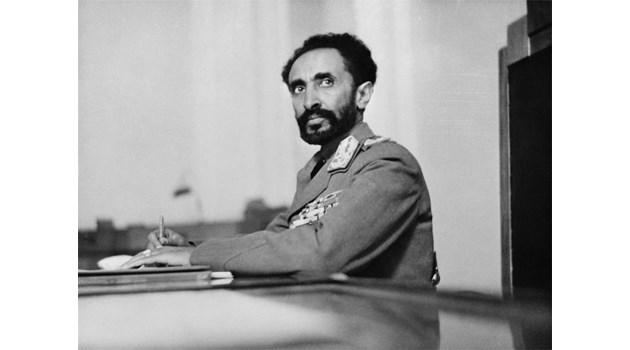 Лъвът на етиопския император близва ръката на BG посланик. Той напълва гащите и влиза на приема