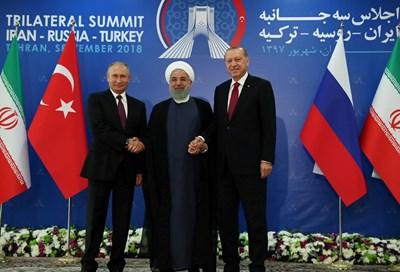 Президентите на Иран, Русия и Турция Хасан Рохани, Владимир Путин и Реджеп Тайип Ердоган започнаха работа в рамките на третата среща на високо равнище за Сирия, СНИМКА: РОЙТЕРС