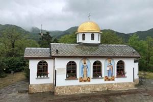 """Храм """"Свети Константин и Елена"""" в Мирково, едно от известните места в община Мирково"""