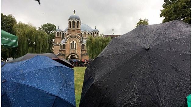 Особено време беше, да. За хора, които знаят защо. Часове в дъжда. Заради него, Кристиан Таков. Поклон!