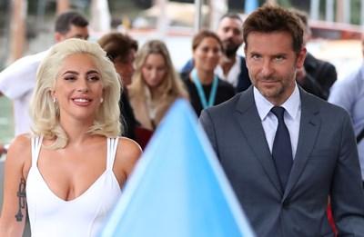 Сценичната химия между Лейди Гага и Брадли Купър убеди милиони по света, че са двойка. СНИМКА: РОЙТЕРС