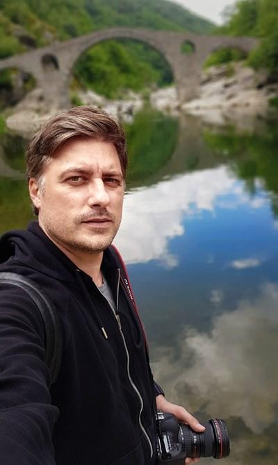 Актьорът по време на едно от фотопътешествията си из Родопите СНИМКИ: ВЛАДИМИР КАРАМАЗОВ
