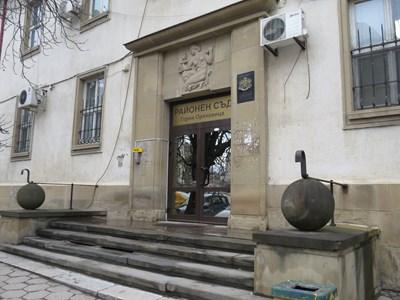 Районният съд в Горна Оряховица остави обвиняемия в ареста