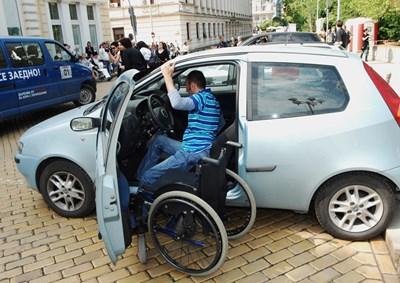 Хората с увреждания трябва да преминат през индивидуална оценка на потребностите, за да получат личен асистент.