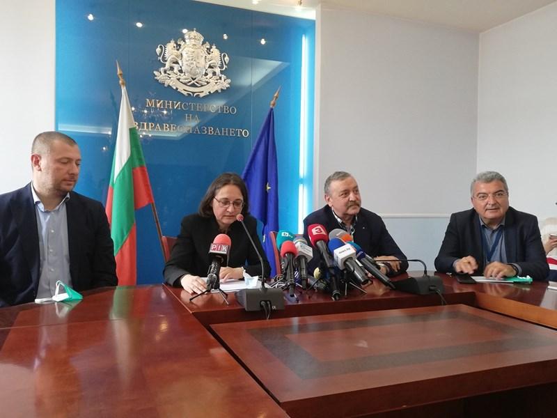 Зам.-здравният министър Жени Начева, проф. Тодор Кантарджиев и шефът на столичната РЗИ Данчо Пенчев обясниха откъде идват разликите.