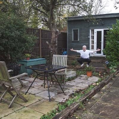 Уба Бътлър показва градината си, в която успя да създаде измислен ресторант, превърнал се в номер 1 в TripAdvisor сред заведенията в Лондон.   СНИМКА: Архив