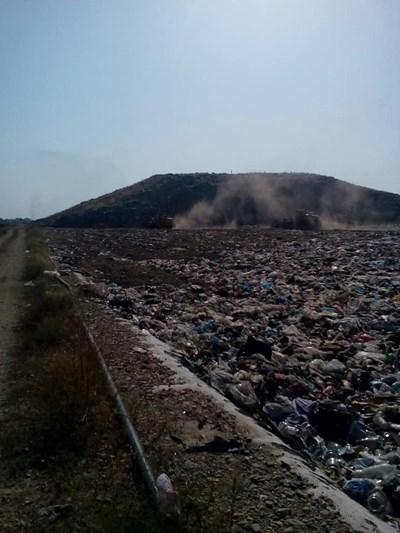 Потушиха пожара на сметището на Асеновград