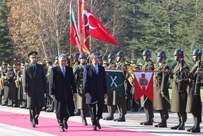 Турският президент посреща Плевнелиев в Анкара. СНИМКА: ПРЕЗИДЕНТСТВО