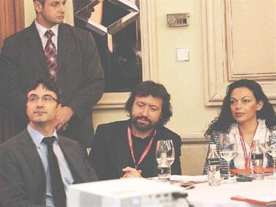 Енергийният министър Трайчо Трайков (вляво) изслуша премиера в компанията на бизнесмените Николай и Евгения Баневи. СНИМКИ: ЙОРДАН СИМЕОНОВ