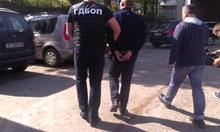 Около 15 служители на ДАИ - Благоевград с белезници в ареста (Снимки)