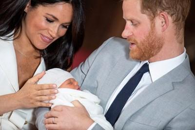 Меган и Хари показват сина си СНИМКА: Ройтерс