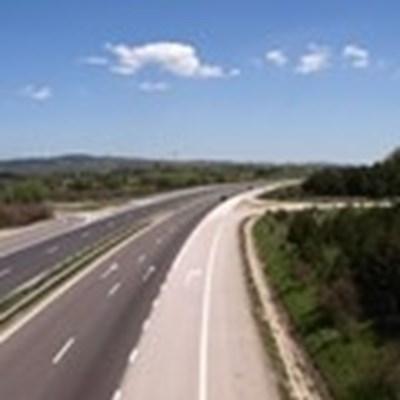"""Движението при 91-ви км на """"Струма"""" към София е в аварийната лента заради катастрофа"""