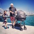 Дичо заведе двете сидъщери на море