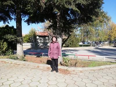 Аджер Пътъ от Бузовград е единствената медицинска сестра на щат в общинско училище или детска градина от общо 77 в Казанлък, която безусловно обяви, че е готова да помогне в борбата с COVID-19 на първа линия.  СНИМКА: Община Казанлък