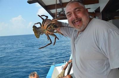 Ути Бъчваров на борда на корабчето, с което той и компания обиколиха Малдивите за 10 дни.